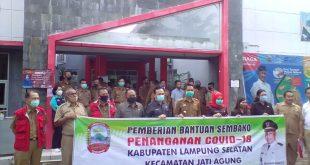 Lima Anggota DPRD Lamsel Kawal Distribusi Bantuan Sembako di Jatiagung