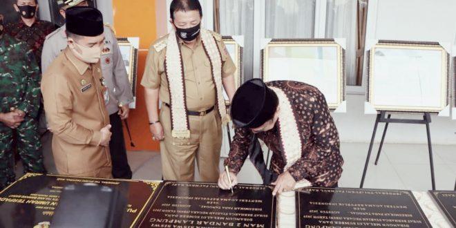 Gubernur Arinal Dampingi Menteri Agama RI Resmikan Pembangunan Asrama Haji Lampung