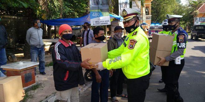 Peringati Hari Lalu Lintas Bhayangkara ke 65, Ditlantas Polda Lampung Sentuhan Berbagi Kasih