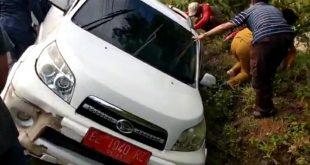 Mobil Kasubag Protokol Pemkab Pesawaran Diserempet Sepeda Motor