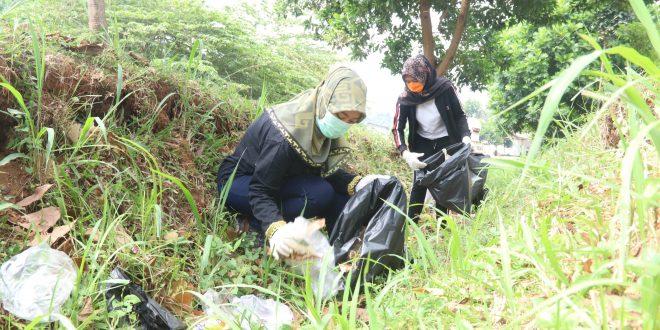 Pimpin Aksi Bersih-Bersih Lingkungan, Wagub Ajak Generasi Muda Perangi Sampah