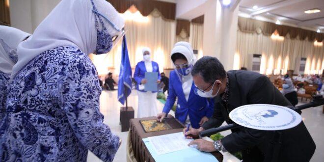 Pengukuhkan DPD Iwapi Lampung 2020-2025, Gubernur Arinal Ajak Iwapi Kembangkan Usaha untuk Tekan Angka Kemiskinan dan Pengangguran