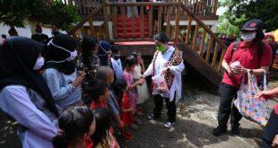 Di Kampung Halaman Pulau Pisang, Ketua DPR RI diberi Gelar Adat Ratu Mustika Kartadilaga