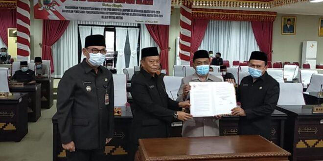 Dalam Rapat Paripurna Waris Basuki di Usulkan Jadi Wakil Ketua DPRD Lamsel