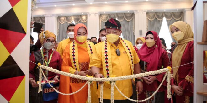 Gubernur Arinal Bersama Ibu Riana Buka Lampung Craft 2021